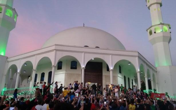 Diversidade cultural marca passagem da tocha olímpica por Foz do Iguaçu
