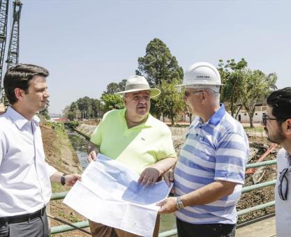 Greca investirá R$ 541 milhões em macrodrenagem nos rios de Curitiba
