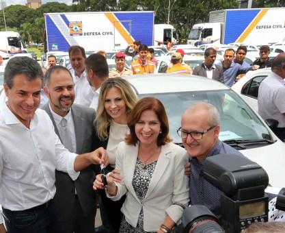 Richa entrega mais 100 veículos e quatro caminhões