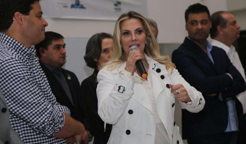 Cida anuncia ampliação do centro de produção de medicamentos da Tecpar em Ponta Grossa