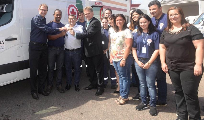 Michele Caputo entrega ambulância para SJP