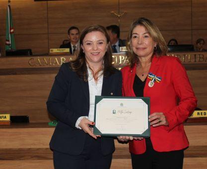 Maria Letícia é a primeira paranaense a receber medalha Mietta Santiago