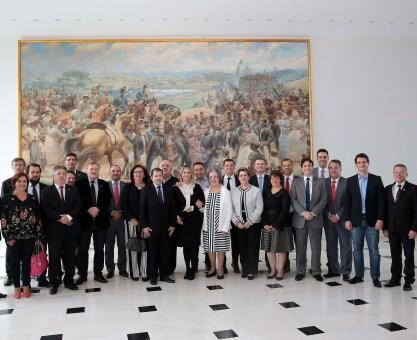 A governadora Cida Borghetti reuniu nesta segunda-feira (14), no Palácio Iguaçu, o prefeito Rafael Greca e vereadores de Curitiba. No encontro, com