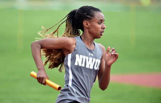 Niwot High School's Samoree Dishon runs ...