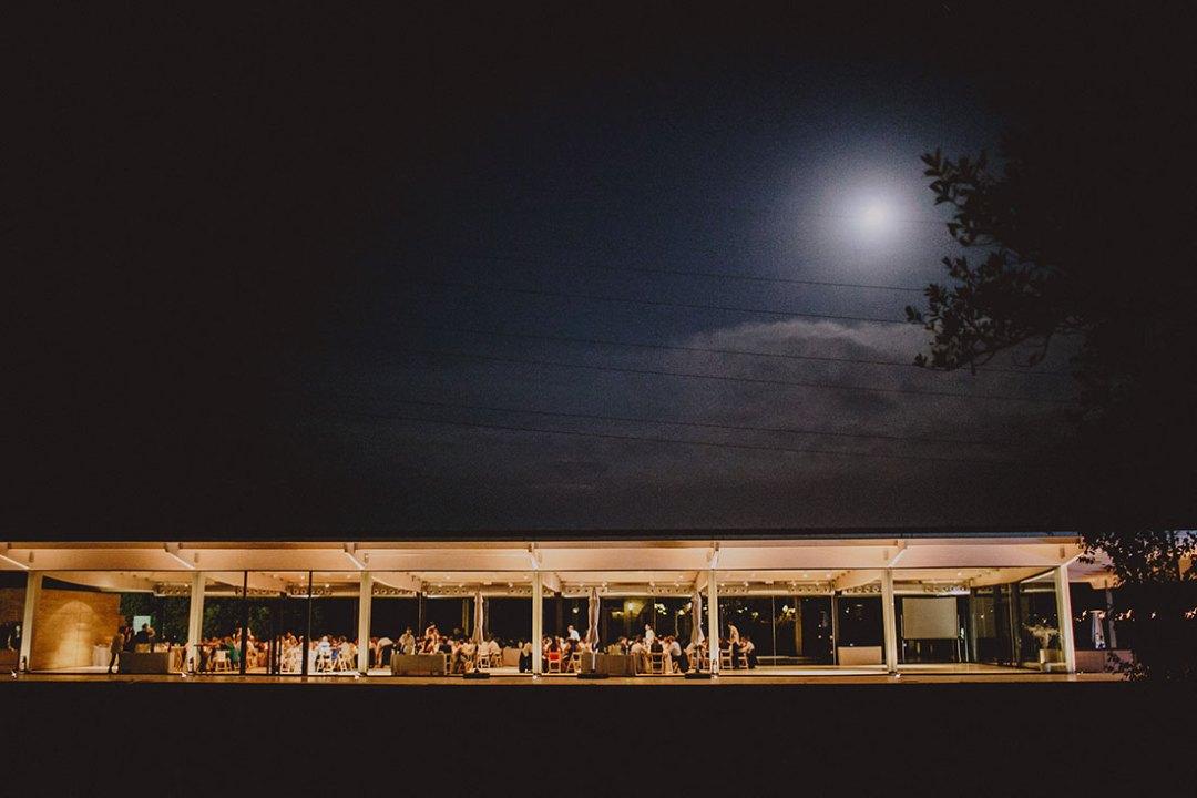 salón de boda con luna llena www.bodasdecuento.com