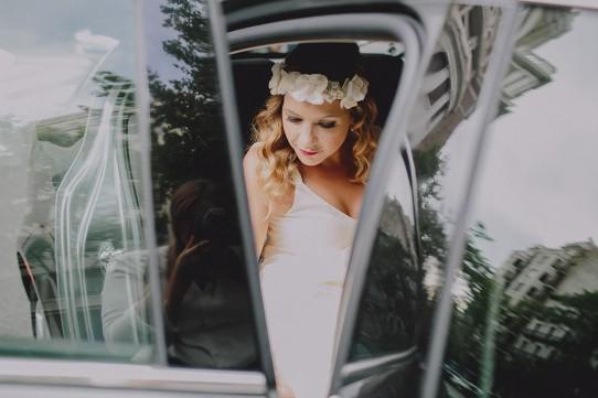 novia bajando del coche www.bodasdecuento.com