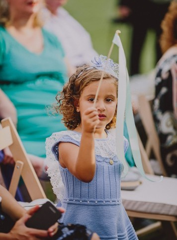 niña en ceremonia civil www.bodasdecuento.com