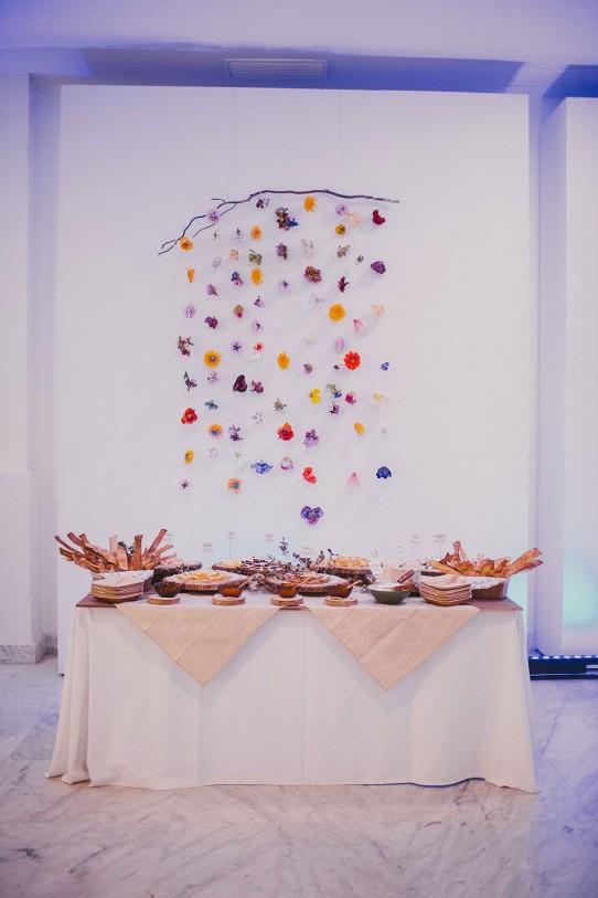 decoración buffet boda palacio de neptuno www.bodasdecuento.com