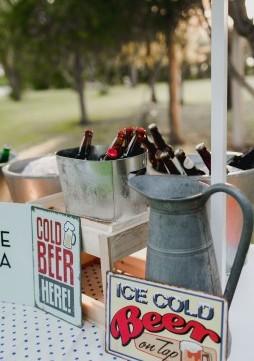 barra-de-cervezas-original-boda-www.bodasdecuento.com