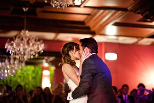 beso primer baile boda www.bodasdecuento.com