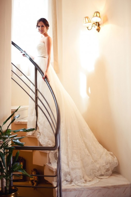 vestido de novia con cola zaragoza www.bodasdecuento.com