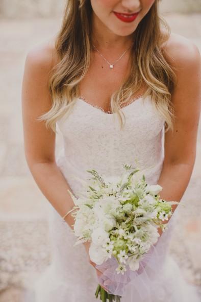 novia Monique Lhuillier www.bodasdecuento.com