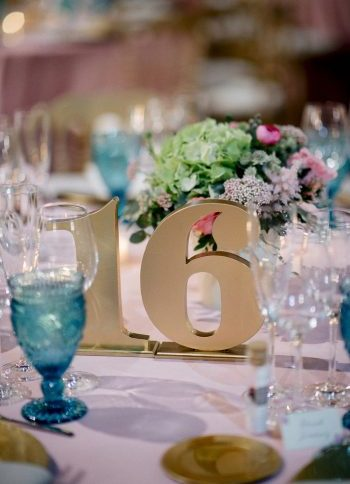 números de mesa dorados www.bodasdecuento.com