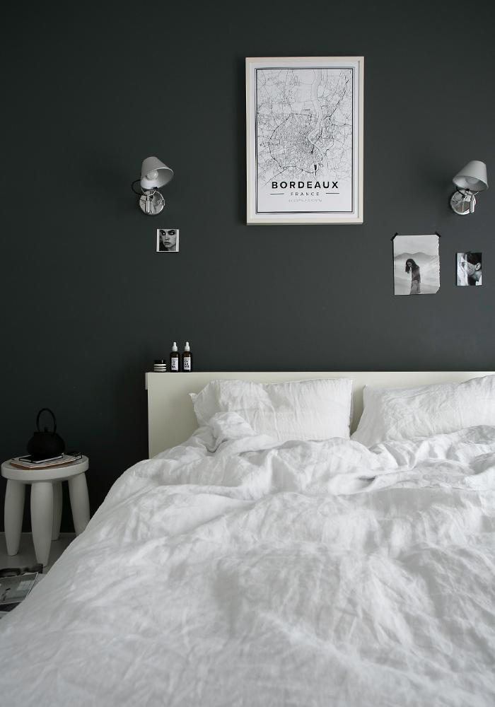 Une belle chambre grise à la décoration inspirante
