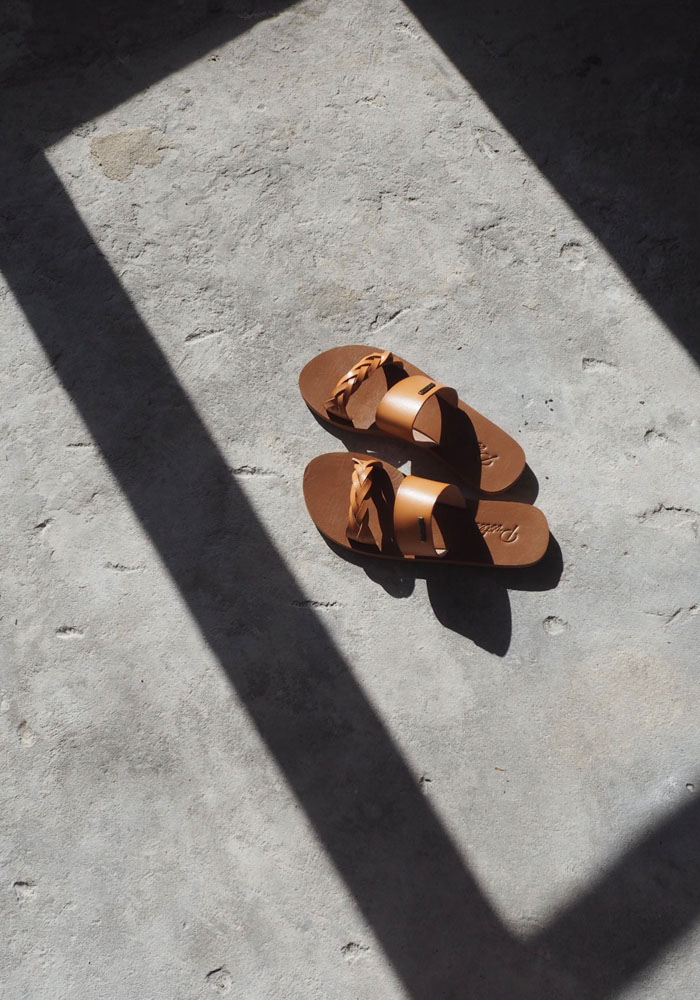 Natural leather slides for the Summer