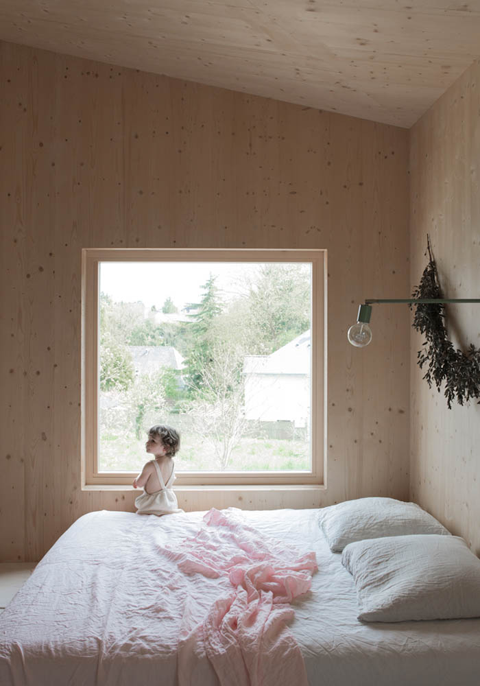 Bedroom with plywood walls in the house of Fashion Designer