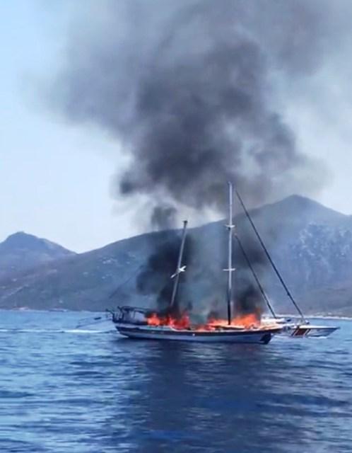 önceki gün ise Datça – Kos arasından ise bir tur teknesi alev alev yanmıştı.