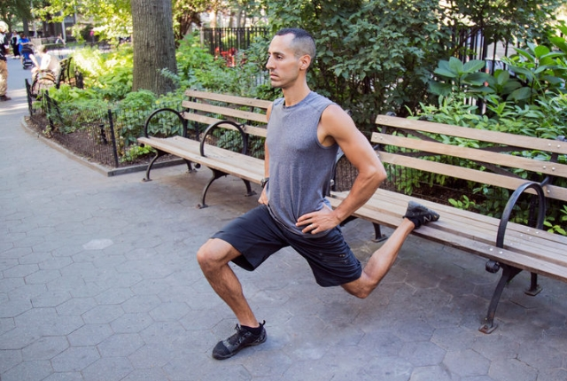Reverse Lunges With Elevated Leg Raise