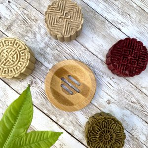 bamboo soap dish with four shampoo bars
