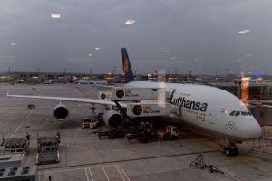 Airbus A380 der Lufthansa am Frankfurter Flughafen