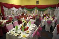 Festlich (eigentlich kitschig) geschmücktes Restaurant im GH Sisters of Charity