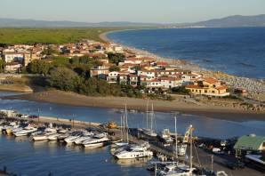 Strand und Hafen bei Castiglione della Pescaia