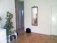 sala, verso l'ingresso