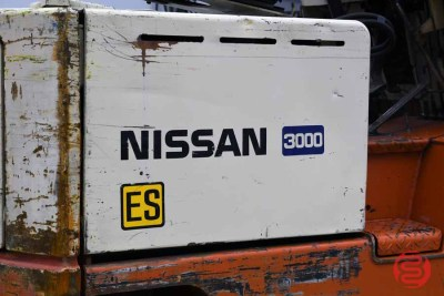 Nissan 3000 ES Forklift w/ Roll Clamp Attachment - 120220084940