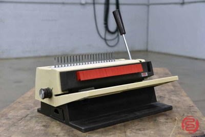 GBC Manual Tabletop Binding Punch - 082521022648