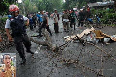 antarafoto-pohon-tumbang-makan-korban-jaf-261114-2