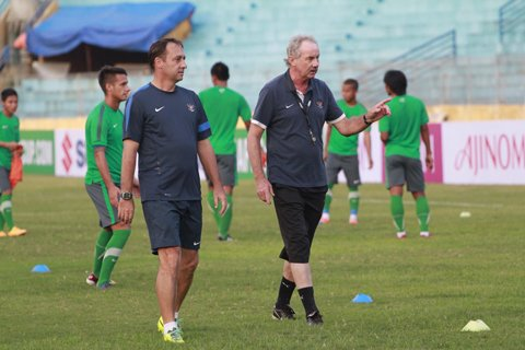 alfred-riedl-indonesia_1rph266k6pmxc1s3eabxqssx7n