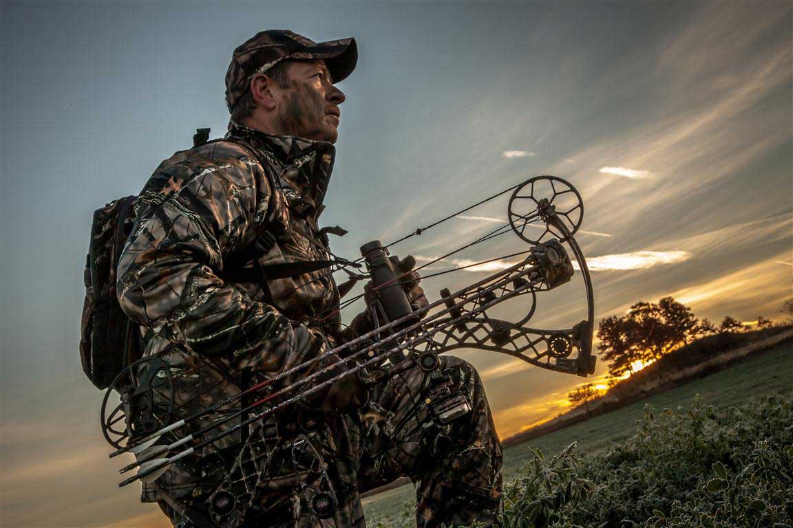 bowhunter-sunset
