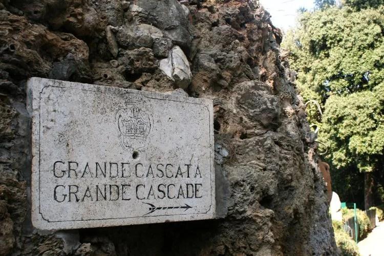 Het park Villa Gregoriana in Tivoli