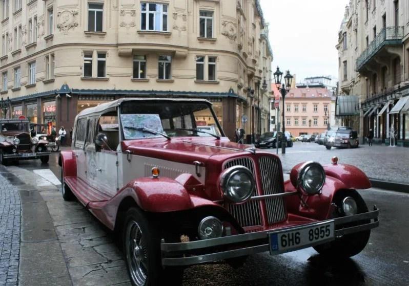Touren in een old-timer in Praag