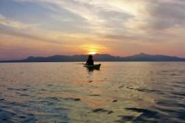 Ontdek Agistri vanuit een kayak de perfecte setting voor meditatie en ontspanning