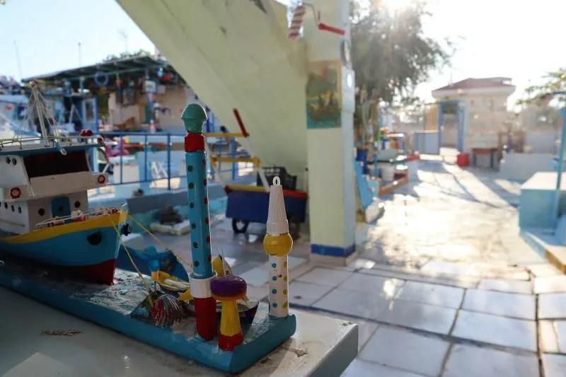 Thanasis zijn gekleurde huisje op Agistri