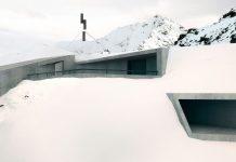 Najväčšie múzeum Jamesa Bonda na vrchole Rakúskej hory