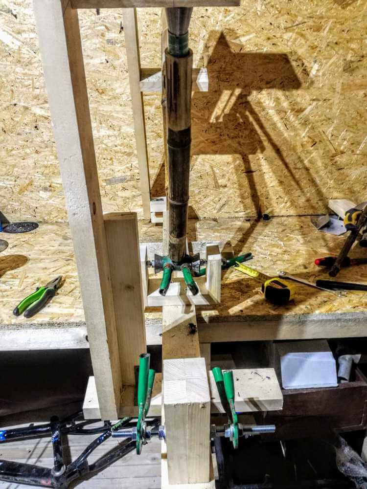 montaż bambusowych tyczek dalej wycinam