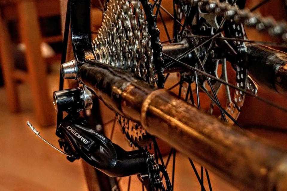 montaż części w rmie z bambusa napęd 03