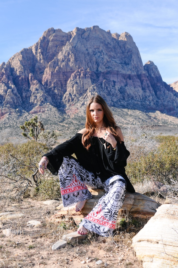 mal-wingostarr-jewelry-yoga-pants-mala-boho-fashion-blogger-desert-red-rock-horn-necklace 12