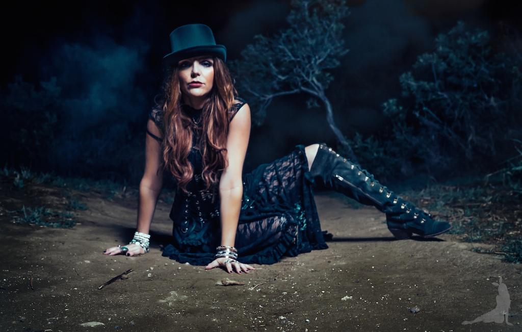 violet-vixen-corset-stevie-nicks-top-hat-rock-fashion-smoke-bomb-boho-blogger-fleetwood-mac 22 (1)