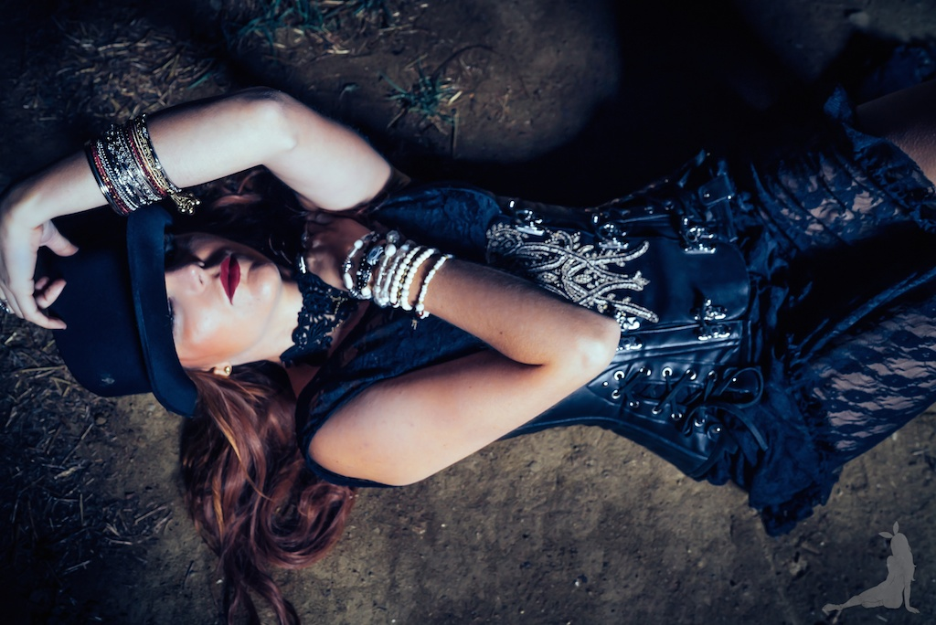 violet-vixen-corset-stevie-nicks-top-hat-rock-fashion-smoke-bomb-boho-blogger-fleetwood-mac 25 (1)