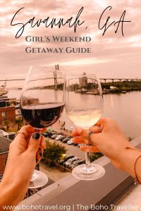 GIRLS GUIDE TO SAVANNAH GEORGIE - The ultimate guide to a Savannah Georgia weekend trip!  This blog includes all of the need to know information about traveling for a weekend in Savannah!  It has all the best things to do in Savannah Georgia, where to eat in Savanah Georgia, and where to stay in Savannah!  Savannah GA is the best getaway for a girl's weekend! #savannah #georgia #USA #traveltips #travelblogger what to wear in Savannah | Savannah travel tips | what to do in Savannah