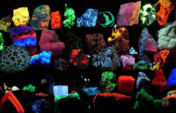 Fluorescent-minerals.jpg