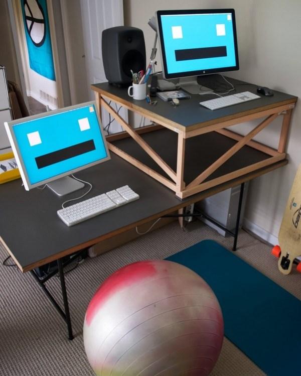 kais-desk.jpg