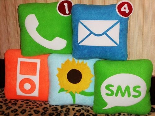 500x_iphone_icon_pillows.jpg