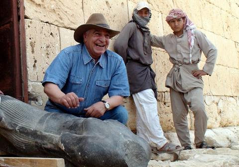 Zahi_Hawass_in_northern_Egypt_on_8_May_2010.jpeg