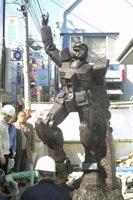 Gimages Gundam Statue