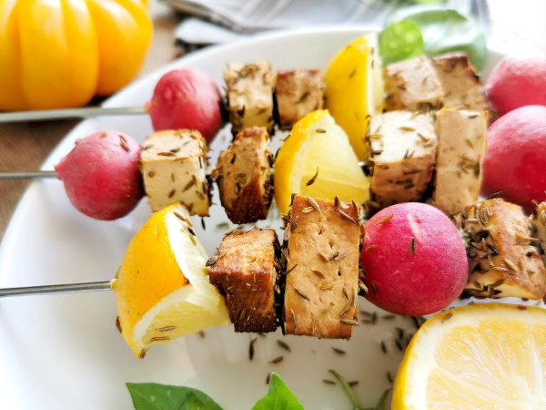 Brochettes de tofu au barbecue