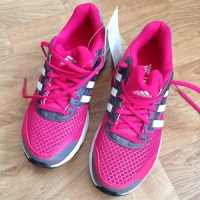 April - skaffar nya skor